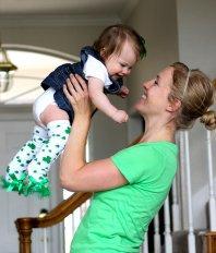 dziecko na rękach matki