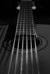 czarno-biała gitara